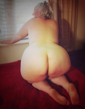 Loucia independent escort